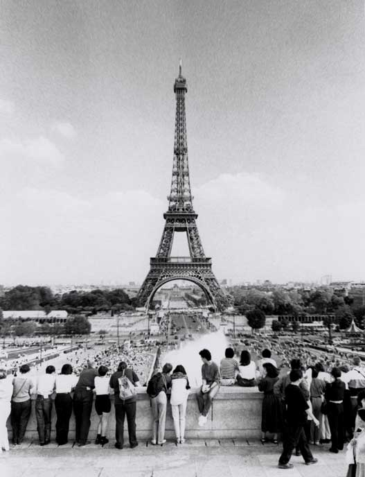 eiffel tower old photo